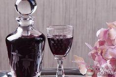 Receita de Licor de jabuticaba em receitas de bebidas e sucos, veja essa e outras receitas aqui!