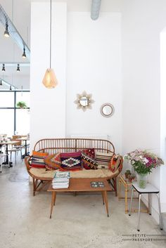 Why you should decorate with rattan furniture - home sweet home - Design Rattan Furniture Decor, Furniture, Retro Home Decor, Home Decor, House Interior, Home Deco, Interior Design, Furniture Design, Rattan Furniture