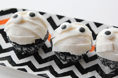 Mums the word! These DIY Mummy cupcakes are perfect for your Halloween party!