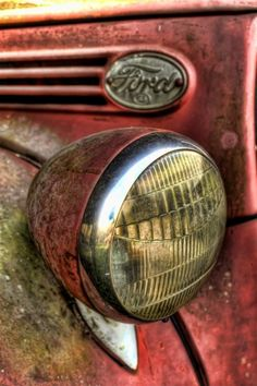 Ford lamp - Vintage and Retro Cars Ford Classic Cars, Classic Chevy Trucks, Chevy Classic, Old Ford Trucks, Pickup Trucks, Lifted Trucks, Jeep Pickup, Lifted Ford, Ford 4x4