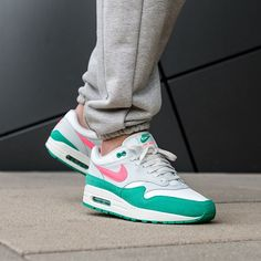 Nike Air Max, Air Max 1s, Mens Trainers, Kicks Shoes, Adidas Shoes, Air Max Sneakers, Sneakers Nike, South Beach, Top Retro
