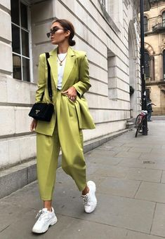 Street Style Looks to Copy Now Street style fashion / fashion week Classy Outfits, Trendy Outfits, Summer Outfits, Fall Outfits, Chic Outfits, Classy Clothes, Hippie Outfits, Trendy Shoes, Look Fashion