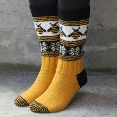 Sock inspiration (no pattern) Outfits Winter, I Love Bees, Country Girl Style, Fru Fru, Bee Art, Crazy Socks, Cute Socks, Bees Knees, Mellow Yellow