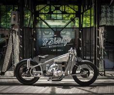 St Brooklyn Motorcycles - L'Etonnante   4h10