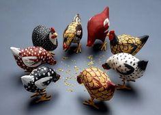 Chickens, author unknown Brinquedos que moram nos Sonhos Mais Clay Birds, Ceramic Birds, Ceramic Animals, Clay Animals, Ceramic Clay, Ceramic Pottery, Chicken Painting, Chicken Art, Pottery Sculpture