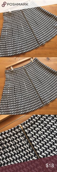 🌷 XOXO Black and White Skirt Excellent condition size XL zips up the front Press hardware brass hardware 19 inches long 16 inch elastic waist so extra stretch soft knit fabric 78% rayon 22% polyester wonderful basic super funny and cute💕 XOXO Skirts
