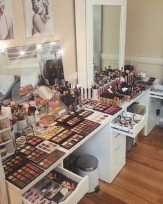 Makeup Room Setup Ikea Vanity Ideas For 2019 Makeup Desk, Makeup Rooms, Love Makeup, Skin Makeup, Beauty Makeup, Clear Makeup Organizer, Makeup Organization, Rangement Makeup, Make Up Storage