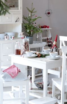 Top Christmas Tables of 2013 #christmas #table #tablescapes