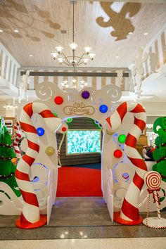 Seasonal Decor for commercial property & shopping centers. Specialize in Holiday decor, festival lighting, synchronized light shows, interactive displays, Christmas Maze, Christmas Express, Christmas Yard Art, Grinch Christmas, Kids Christmas, Seasonal Decor, Holiday Decor, Santas Workshop, Winter Theme