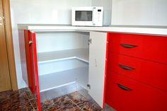 Mobilier de Bucatarie MDF vopsit lucios Rosu Ferrari Alb RAL 9003 corp pe colt pentru depozitare vase Ferrari, Kitchen Cabinets, Storage, Furniture, Home Decor, Purse Storage, Decoration Home, Room Decor, Kitchen Base Cabinets