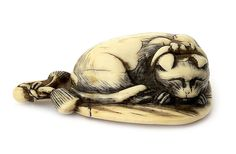 An ivory netsuke of a cat Late 18th/early 19th century