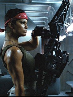 """I Love Her Character on Aliens ( 1986 ). James Cameron love her. Jenette Goldstein as """"Vasquez"""" in Aliens Alien Vs Predator, Predator Arnold, Aliens 1986, Aliens Movie, Sci Fi Movies, Horror Movies, Movie Tv, Science Fiction, Alien Film"""