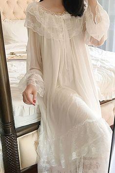Vestidos Vintage, Vintage Dresses, Gown Pictures, Edwardian Dress, Victorian Style Dresses, Plus Size Gowns, Sleeping Gown, Maternity Gowns, Renaissance Gown