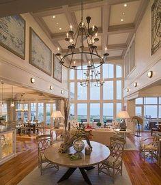 Lampadario e quadri - Le soluzioni ideali per minimizzare i soffitti alti della casa