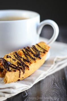 Whole Wheat Cinnamon Pumpkin Biscotti - Whether it's hot chocolate or coffee, this biscotti is the perfect dunking cookie for your cold-weather beverage this fall! www.happyfoodhealthylife.com