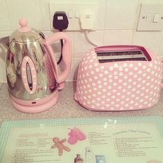 pink dotted toast machine and kettle
