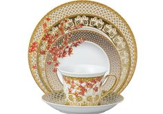 "Versace ""Christmas in Your Heart"" – Tableware Design 2020 Christmas China, Christmas Plates, Christmas 2017, Merry Christmas, Table Setting Etiquette, Pottery Patterns, Elegant Table Settings, Christmas Dinnerware, Versace Home"