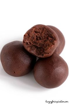 Velvety Keto Brownie Bites that'll wipe out your sweet cravings in no time! Easy Keto Chocolate Fat Bombs with almost zero carbs! (Only net carbs per ball! Desserts Keto, Keto Dessert Easy, Keto Snacks, Dessert Bars, Delicious Desserts, Mousse, Keto Chocolate Fat Bomb, Comida Keto, Brownie Bites