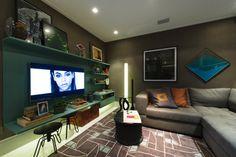 A proposta da arquiteta Marília Caetano para a mostra é o ambiente Loft de Hóspedes, de 40 m². Para decorar o living, a profissional escolheu a predominância dos tons de cinza e marrom. A 27ª Casa Cor SP segue até dia 21 de julho de 2013, no Jockey Club de São Paulo