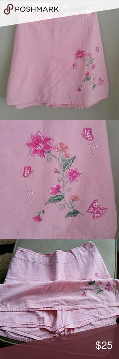 Beautiful embroidered skort Fashion Bug. Peach/Pink skort, full skirt in front and back with slits on both sides. Full shorts under, see picture 3.  100% Cotton.  Detailed embroidery on front side, with pearl embellishments. Elastic back waist.   Woman's size 14/16W. Fashion Bug Shorts Skorts