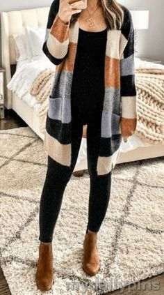 25 Stunning striped sweater for Women Winter Outfits