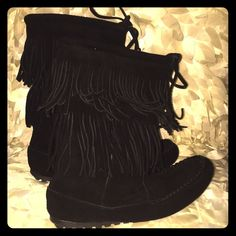 Minnetonka double fringe boots like new. These have maybe been worn once! They are in perfect condition. So cute and comfy. There is no visible wear. Size 6 but may fit 6 1/2 Minnetonka Shoes Moccasins
