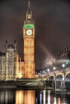 Big Ben, London, England (45 photos): big ben illuminated at night