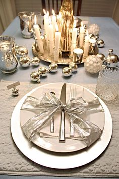 I like this idea of tying a bow around the plate with utensils and napkin.  12 Days of Christmas – Tables the Holiday Way | Bower Power