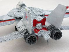 The Tomcat has airbrakes between the engines, with a large single-piece brake on the top and two smaller ones at the bottom. The real aircraft has variable geometry jet nozzles. On my model they are shown in the fully open position. Avion Lego, Lego Space Shuttle, Lego Technic Truck, Lego Plane, Best Lego Sets, Lego Guns, Lego Spaceship, F-14 Tomcat, Lego Castle