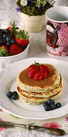 Tortitas de yogur y semillas de amapola Tortillas, Allergies Vs Cold, Healthy Smoothies, Healthy Meals, Sweet Recipes, Sweet Tooth, Brunch, Sweet Treats, Deserts