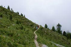Pad 22 vanuit Obereggen is t ook mogelijk om naar de Karersee te lopen.  Dan de route linksaf volgen.