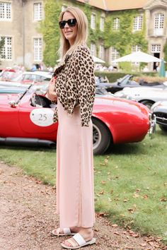 """Leopard Print│Pink Maxi Dress  See the second part of my serial """"How to style leopard"""" now up on www.mod-by-monique.com  See you there <3  #look #leo #leoprint #leopard #style #styling #fashionblogger #castle #germany #streetstyle #maxikleid #maxidress #dress #flats #pink"""