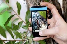 Abbiamo trovato questa fascetta che, magia magia, messa sul vostro telefono permette di scattare foto vivide e super-particolareggiate. Merito della lente macro, da sovrapporre alla vostra fotocamera.  http://www.aw-lab.com/blog/post/p/macro-divertimento/