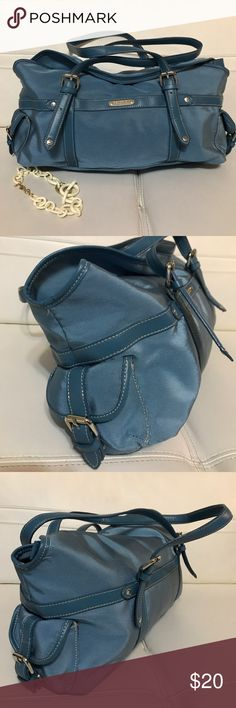 KENNETH COLE LARGE BLUE PURSE Stunning beautiful purse , perfect condition, large size , zip enclosure, two outside pockets Kenneth Cole Bags Satchels