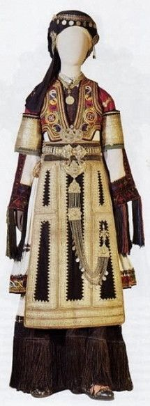 Karagouna, Thessaly. Festive and bridal costume worn by variations in the villages of the plain of Thessaly. Clothing style: early 20th century.
