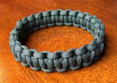 Slip-on Paracord Bracelet   *Added a video slide show tutorial for this project on YouTube.