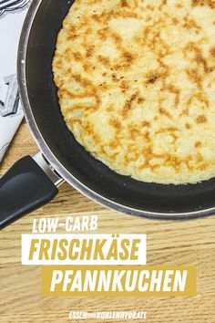 Low-Carb Pfannkuchen mit Frischkäse (Pancakes) Low-carb pancakes without flour? ♥ ️ Yes, turning must be tried and tested . but it's half as wild. Without flour with lots of cream cheese: the perfect low-carb pancakes without carbohydrates ♥ ️ carb Diät Low Fat Low Carb, High Protein Low Carb, Low Carb Lunch, Low Carb Breakfast, Breakfast Recipes, Healthy Low Carb Recipes, Healthy Eating Tips, Low Carb Desserts, Healthy Dessert Recipes