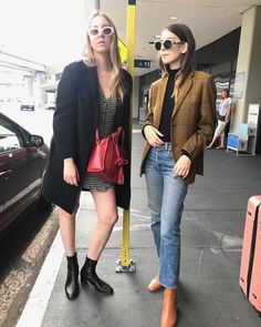 Este and Danielle Haim Parisienne Chic, Haim Style, Pretty Outfits, Cool Outfits, Winter Outfits, Danielle Haim, 70s Fashion, Fashion Outfits, Fashion Trends