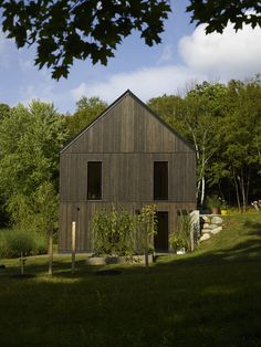 contemporary farmhouse in Hillsdale, New York / Adam Rolston of INC Architecture & Design