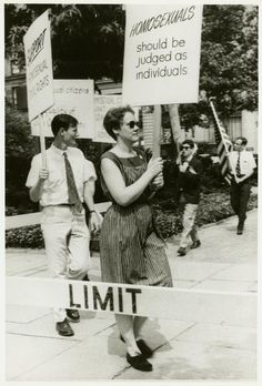 Barbara Gittings head of the New York chapter of the lesbian group Daughter of Bilitis picketing the White House with Randy Wicker in support of gay rights. Lgbt Rights, Equal Rights, Civil Rights, Human Rights Movement, Stonewall Riots, Rainbow Warrior, New York Public Library, Gay Pride, Thought Provoking