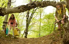Picture: Kara Hayward and Jared Gilman in 'Moonrise Kingdom.' Pic is in a photo gallery for 'Moonrise Kingdom' featuring 33 pictures. Wes Anderson Style, Wes Anderson Movies, Kara Hayward, Moonrise Kingdom, Bill Murray, Bruce Willis, Viaje A Darjeeling, Incredible Film, Grand Budapest Hotel