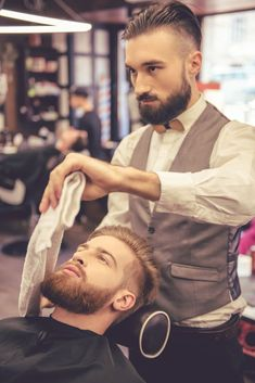 Your beard needs beard oil to look healthy and enviable. Use the full potential of your beard oil by Beard Styles For Men, Hair And Beard Styles, Curly Hair Styles, Ryan Beard, Barber Shop Pictures, Sexy Bart, Trendy Mens Fashion, Beard No Mustache, Moda Masculina