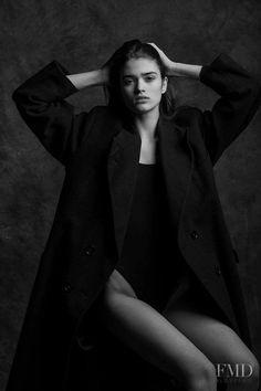 Photo of Romanian fashion model Alexandra Maria Micu. Self Portrait Photography, Fashion Photography Poses, Book Photography, Top Model Fashion, Egyptian Beauty, Photoshoot Concept, Model Test, Studio Shoot, Girl Poses