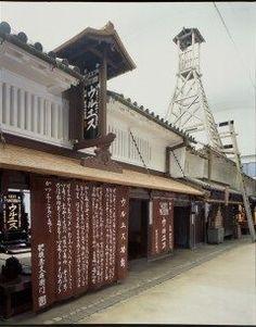 江戸時代から明治大正昭和の大阪がわかる大阪くらしの今昔館  JR大阪駅から一駅隣のJR天満駅から降りると日本一長い商店街天神橋筋商店街があるんだけどその距離は南北に2.6キロメートルなげぇ そんな長い商店街に面した大阪市立住まい情報センタービルの中に大阪くらしの今昔館というのがあるんだ 住まいのことを紹介していて江戸時代後期のころの大差kを完全に復元した街並みを見ることができるのです  ほかにも着物体験やイベントも結構あるのでホームページをチェックしておくといいかも  ちなみにこの大阪くらしの今昔館今週9月5日から9日金曜日まで展示替えをしてるらしくいま休館してるらしいんですね 9階常設展示は商家の賑わいの展示になるとか  前に一度いったって人ももう一度いってみたらいいかもね tags[大阪府]