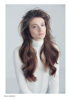 Institute Mag - Wilderness - Photographed by Verena Knemeyer / Double T Photographers Hair & Make Up Artist Steffanie Kroll / Liganord Model Laura Celine / Modelwerk