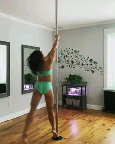 Pole Fitness Moves, Pole Dance Moves, Pole Dancing Fitness, Dance Tips, Dance Videos, Splits Stretches For Beginners, Pole Classes, Gymnastics Flexibility, Pole Tricks