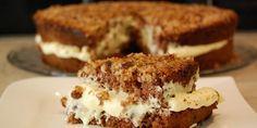 Oppnedkake er en sukkerbrødlignende kake med kakao i, vaniljekrem i midten og en topp med deilige karamelliserte hasselnøtter!