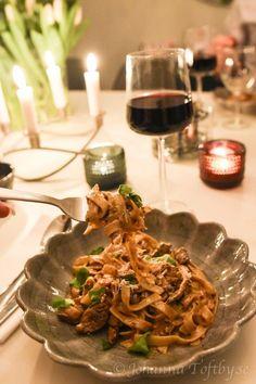 Galet god pasta med strimlad oxfile och svamp - Johanna Toftby Mushroom Recipes, Veggie Recipes, Real Food Recipes, Vegetarian Recipes, Snack Recipes, Dinner Recipes, Healthy Munchies, Pasta Shapes, Food Obsession