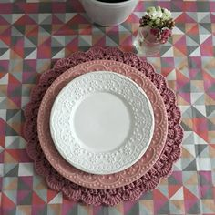 The Dish, E Design, Tablescapes, Dinnerware, Ale, Decorative Plates, Table Settings, Ice Cream, Tableware
