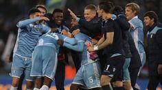 WinNetNews.com - Lazio berhasil menyingkirkan rival sekotanya AS Roma dengan agregat total 4-3 di semifinal Coppa Italia 2017 dan melaju ke final.Pada pertandingan leg kedua semifinal yang dihelat di Olimpico, Rabu (5/4/2017) dinihari WIB, giliran Roma yang bertindak sebagai tuan rumah dan harus mengejar